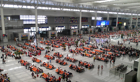 Shanghai to Beijing Bullet Train: Getting on at the Hongqiao station