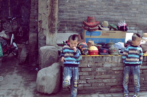 Central China Travel Blog: Two Kids Hanging Out in Ancient City of Pingyao