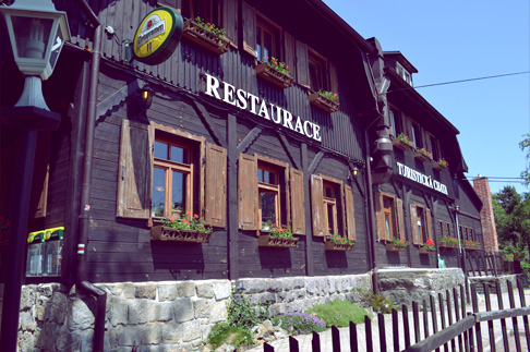 3-woodland-hike-cottage-restaurant