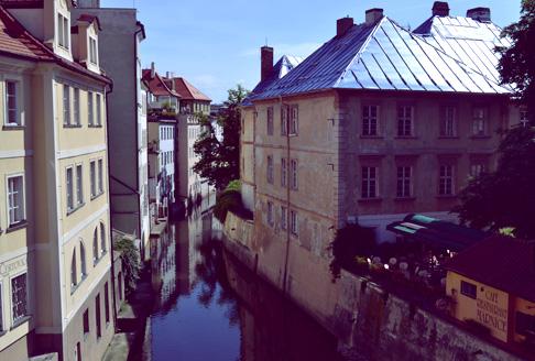 arch-prague-canal-restaurant