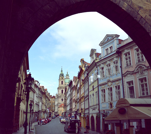 arch-prague-street-charles-bridge-entrance