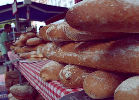 Expat Travel Blog: Buying Bread at the Prague Famers Market