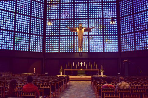 3-berlin-protestant-church-interior